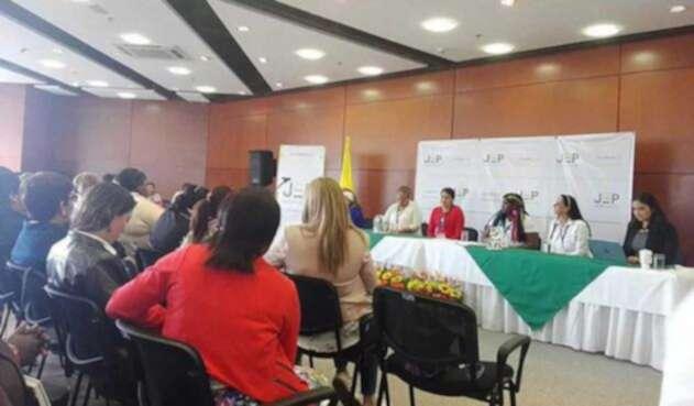 Red de Mujeres Víctimas presentan casos de violencia sexual ante la JEP