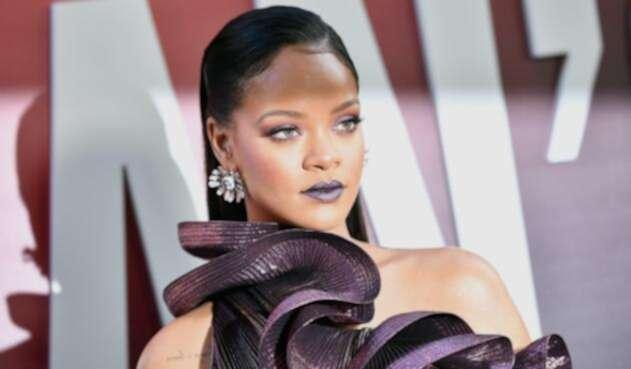Rihanna mostró sus marcadas curvas.