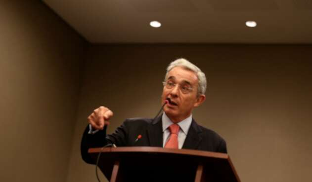 El senador Álvaro Uribe, en Bogotá