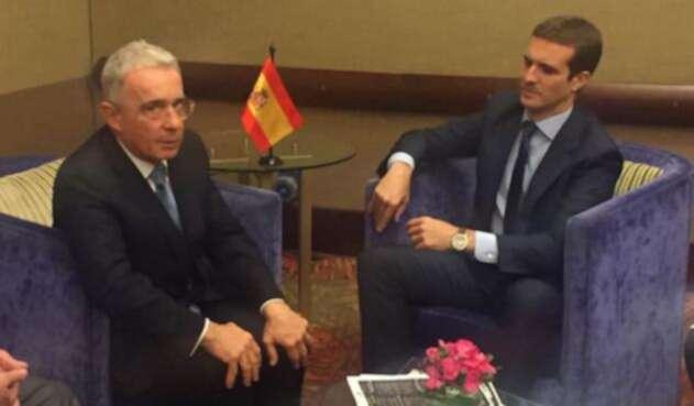 Álvaro Uribe y Pablo Casado