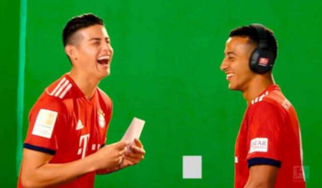James Rodríguez junto a Thiago Alcántara, ambos del Bayern Munich