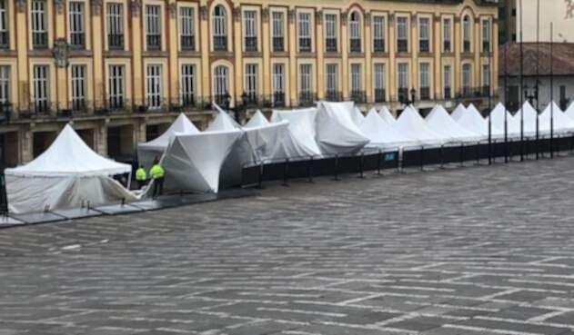Durante la consulta anticorrupción algunas carpas de la Plaza de Bolívar se fueron al suelo debido a los vientos