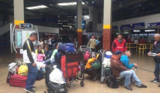 Venezolanos en la Terminal de Transportes de Bogotá