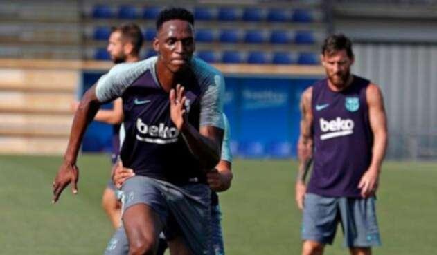 El defensor Yerry Mina realizó su primer entrenamiento de la temporada con el Barcelona