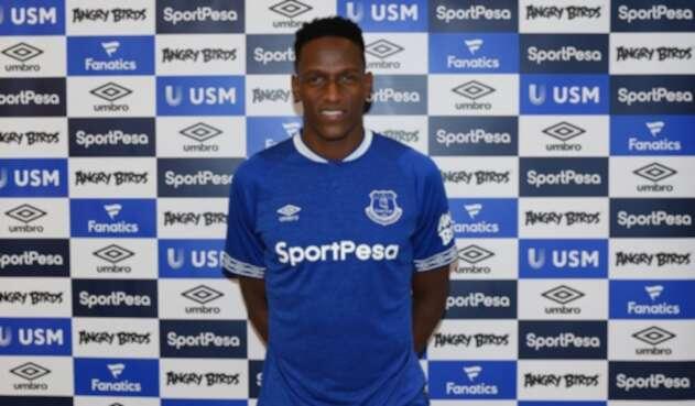 Yerry Mina ya posó con la camiseta del Everton