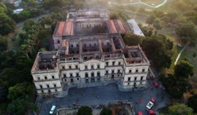 Vista de drone del Museo Nacional de Río de Janeiro luego del incendio.
