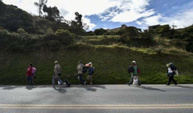 Venezolanos en la vía Panamericana.