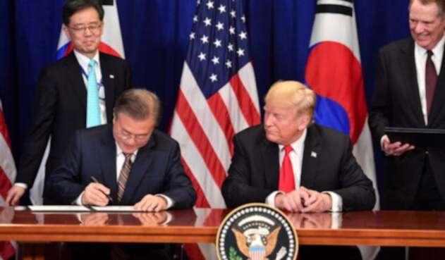 Presidente surcoreano Moon Jae-in y mandatario estadounidense Donald Trump.