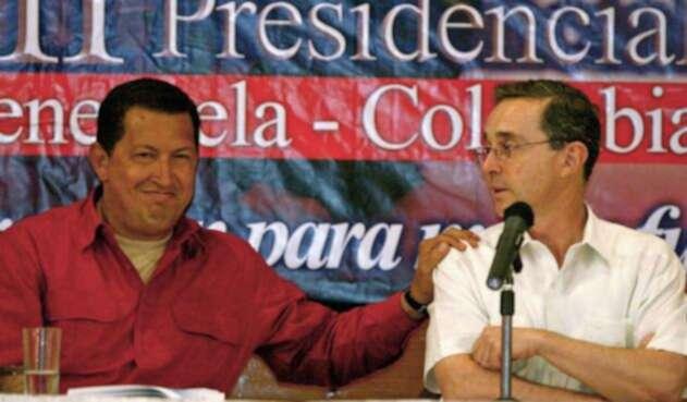 Hugo Chávez y Álvaro Uribe.