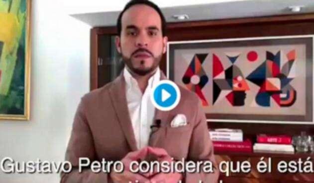 El abogado Abelardo de la Espriella anunciando su demanda contra Gustavo Petro