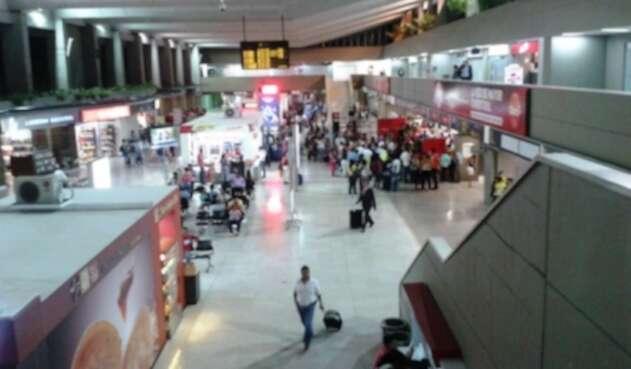 Ascensor del aeropuerto Alfonso Bonilla Aragón presentó falla técnica