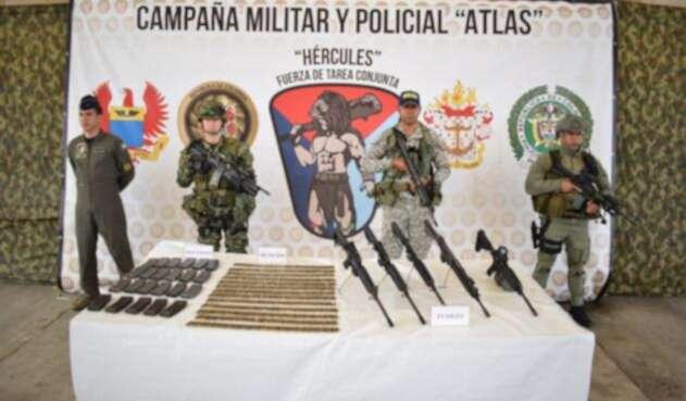 El material de guerra incautado por el ejército incluye fusiles y munición