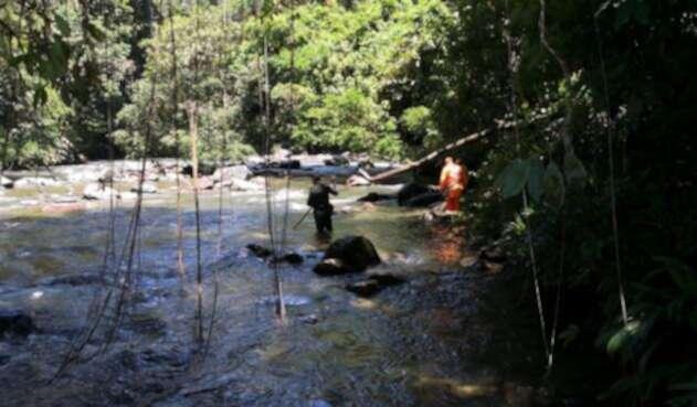 Socorristas buscan el cuerpo de un extranjero en Cocorná.