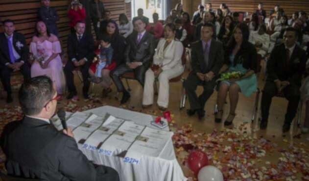 Casatón por la paz, una boda masiva muy especial
