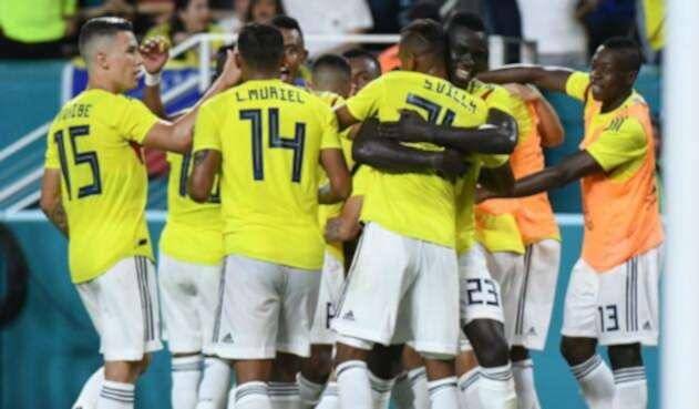 Selección Colombia en el juego ante Venezuela