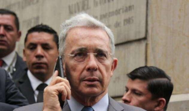 La polémica llamada de Uribe se dio a finales de marzo.