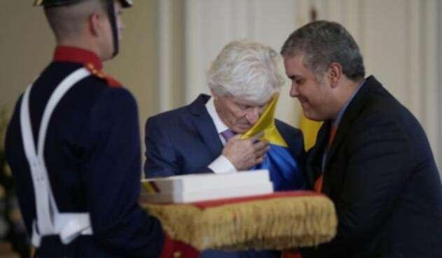 Iván Duque le rindió un homenaje a José Néstor Pékerman por su trabajo y amor a la Selección Colombia
