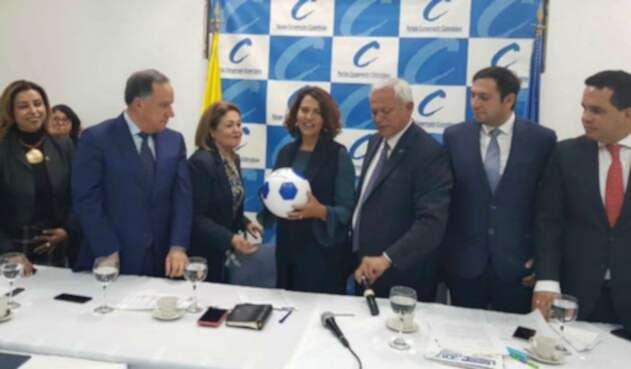 La ministra Nancy Patricia Gutiérrez con el Partido Conservador