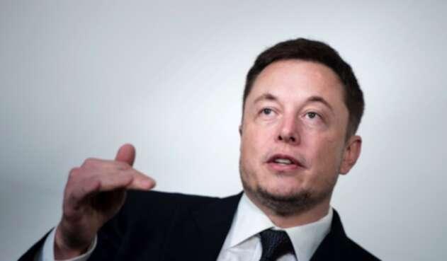 Elon Musk es forzado a renunciar a Tesla