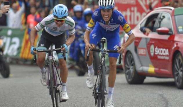 Miguel Angel Lopez y Enric Mas a punto de cruzar la meta en el cierre de la Vuelta