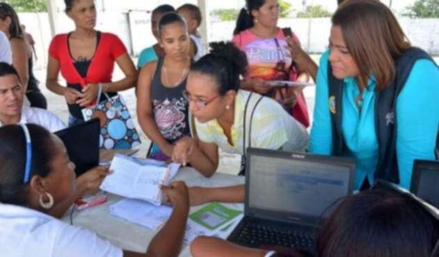Gobierno gira ayudas económicas a beneficiados de Familias en ...