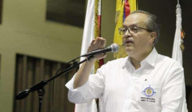 Carrillo aclaró que la figura de una Fiscalía Ad hoc, es un fiscal que trabaje con funcionarios de la entidad y que tenga plena imparcialidad.