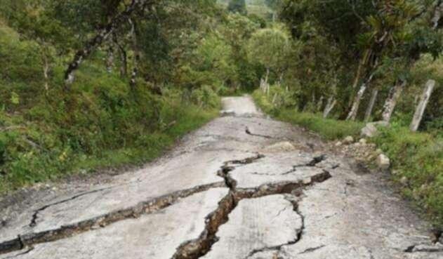 Falla geológica generó enormes grietas y deslizamientos de tierra en San Eduardo (Boyacá)