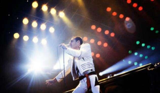 Freddie Mercury revolucionó el rock con su voz y estilo en escena.