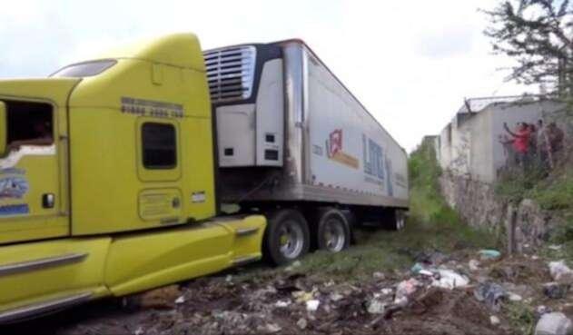 Un camión en el que se almacena más de un centenar de cadáveres, por falta de espacio en las morgues, en el estado mexicano de Jalisco.