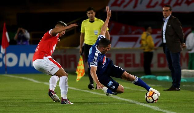 Juan Daniel Roa de Santa Fe y Gabriel Hauche de Millonarios en la Copa Sudamericana.