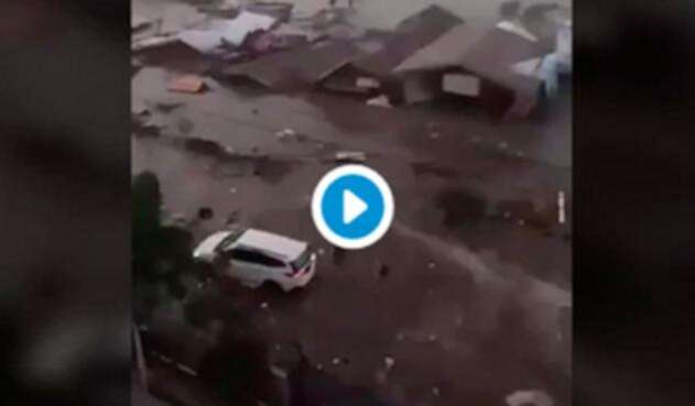El momento exacto en que el tsunami en Indonesia arrasó con Palu
