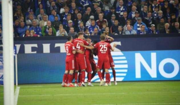 James celebrando con sus compañeros del Bayern