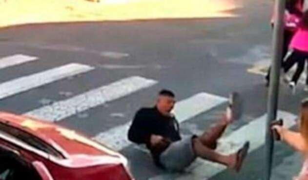 Katia Sastre asesinando a un ladrón. Las imágenes son su fuerte en campaña