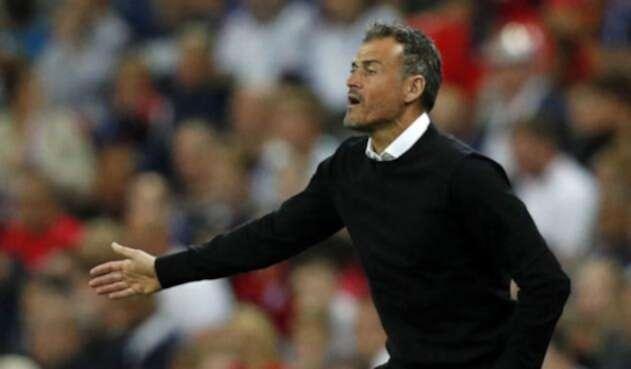 Luis Enrique dirigiendo a España en su victoria ante Inglaterra 2-1