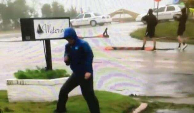 Mike Seidel informando sobre el huracán Florence
