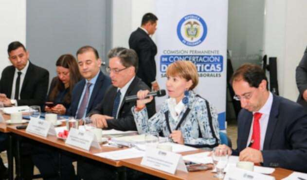 La ministra de trabajo lideró la reunión.