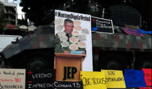 Plantón contra el general retirado, Mario Montoya.