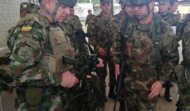 El propio Comanadante de las Fuerzas Militares, General Alberto José Mejía, estuvo en el área de operaciones contra Guacho.