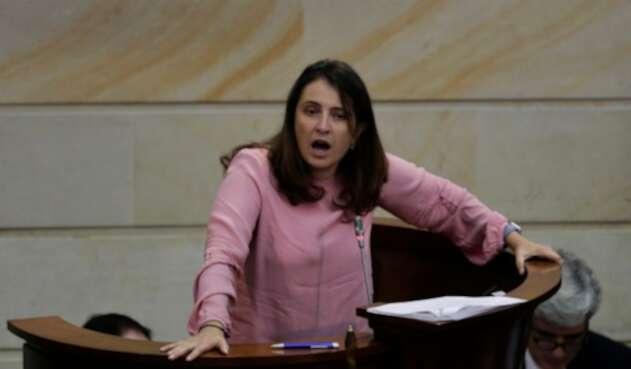 La senadora Paloma Valencia difundió una columna que contiene esa idea de cofinanciación de la educación pública.