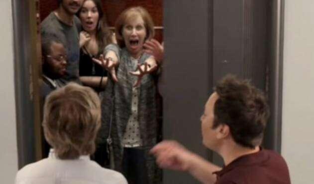 Paul McCartney sorprende a fanáticos en un ascensor