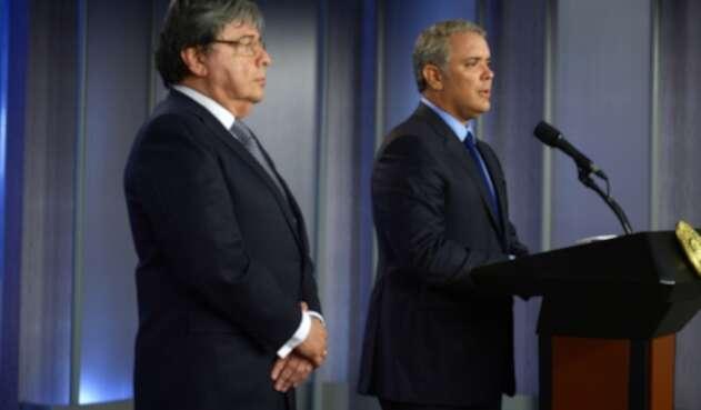 Presidente Iván Duque (der.) y el canciller Carlos Holmes Trujillo.