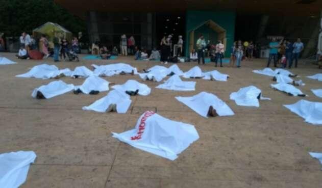 Jóvenes de Medellín protestaron por los homicidios de líderes sociales