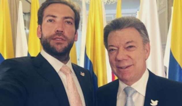 Martín Santos junto a su padre.