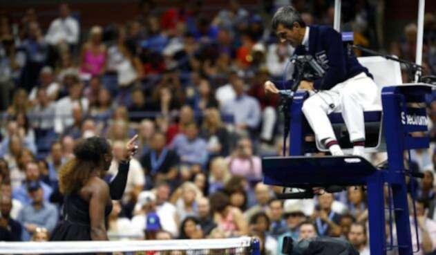 Serena Williams discute con el juez Carlos Ramos durante la final del Us Open 2018