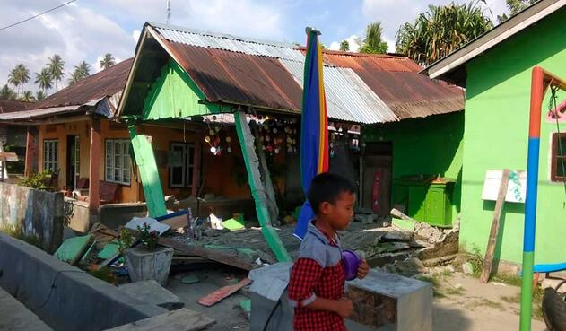 Terremotos en Indonesia afecta estructuras