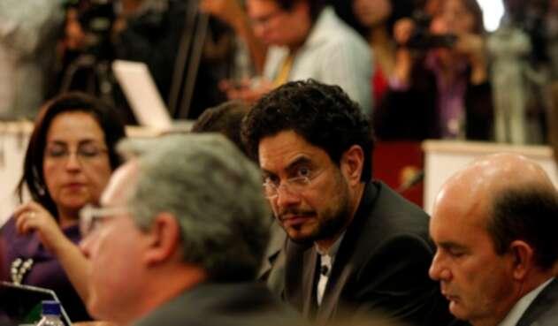 Los senadores Álvaro Uribe e Iván Cepeda en la Comisión de Acusaciones, el 18 de agosto de 2011