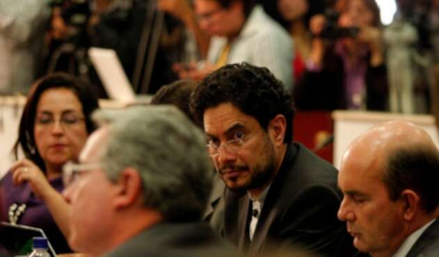 Los senadores Álvaro Uribe e Iván Cepeda.