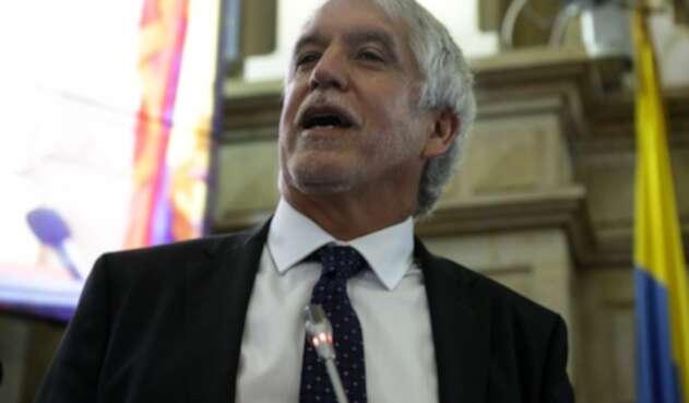 Enrique Peñalosa, alcalde de Bogotá, sería cobijado con la medida