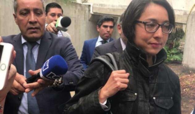 July Milena Henríquez, contratista de la JEP interrogada en la Fiscalía.
