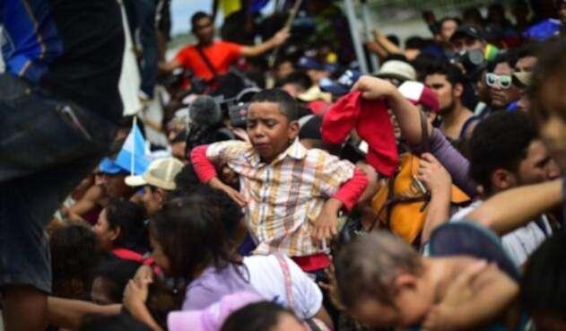 Migrantes hondureños a su entrada a México.